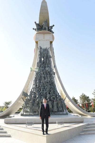 Başkan Yücel Yılmaz, 15 Temmuz Şehitler Anıtı'nda
