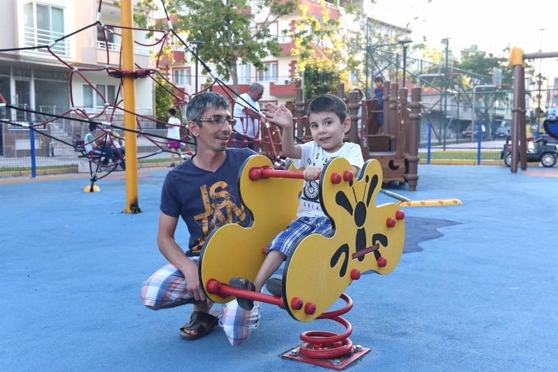 Modern parklar mutlu çocuklar