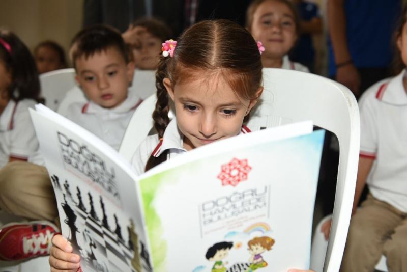 2 Bin 500 Öğrenciye Satranç Takımı Dağıtıldı