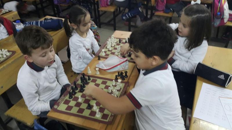 Geleceğin Kasparov'ları Karesi'de yetişiyor