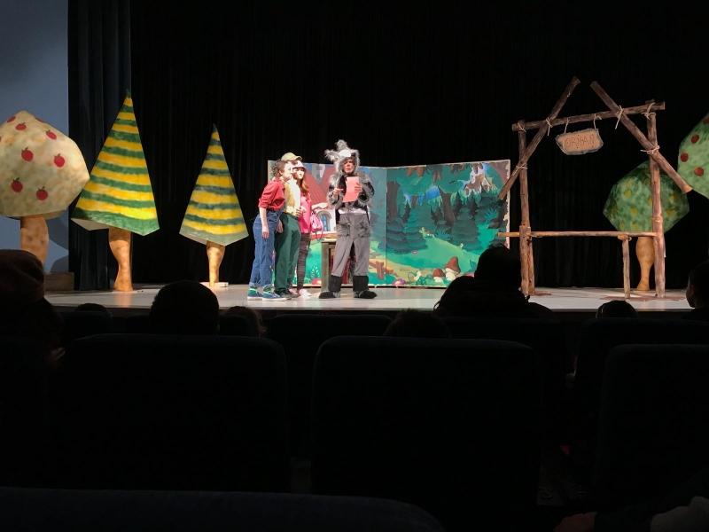 Karesi'de çocuklar tatilin keyfini tiyatro ile çıkardı