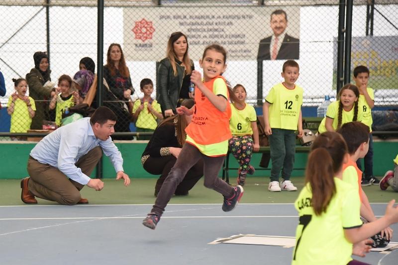 Geleneksel çocuk oyunları Karesi'de yaşatılıyor