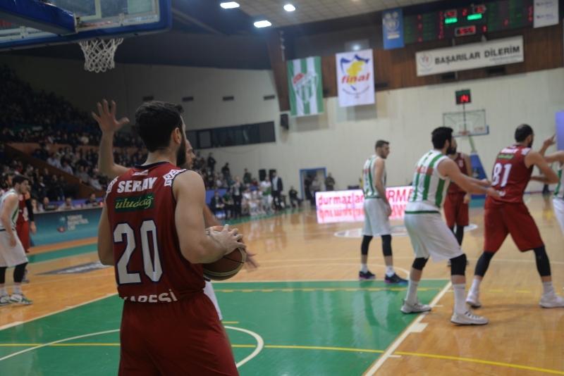 Karesispor liderliği Bursa'da bıraktı