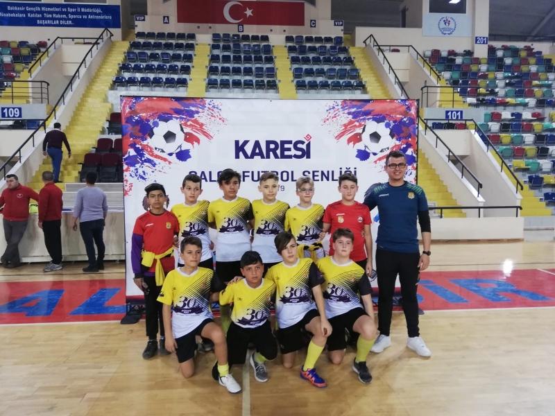 Karesi'de öğrenciler tatili sporla geçiriyor