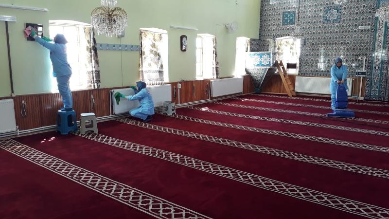 Karesi'de İbadethanelerde Ramazan Temizliği