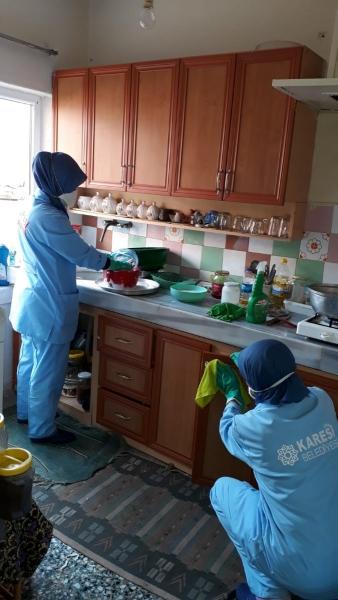 Karesi'de evlere Ramazan temizliği
