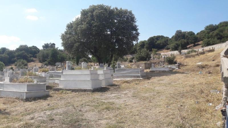 Karesi'de Bayram Öncesi Mezarlık Temizliği