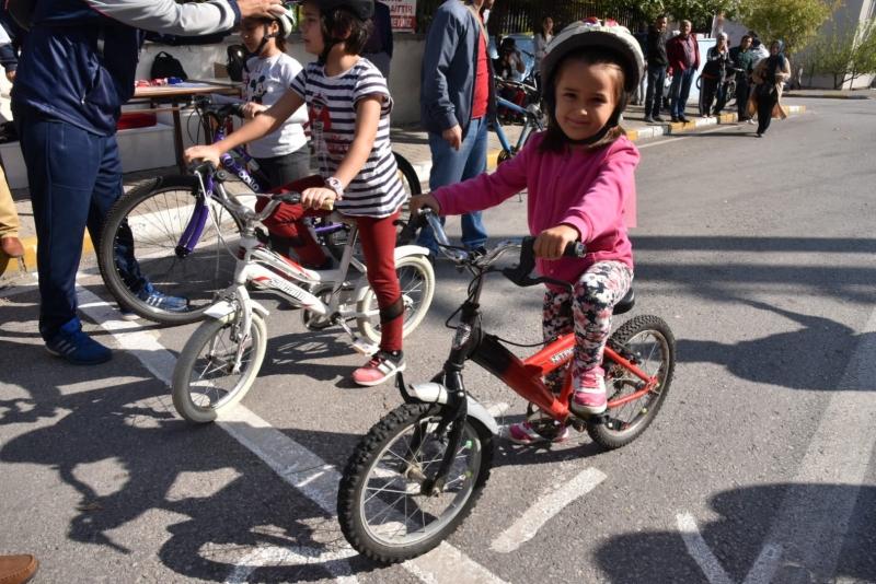 Adnan Menderes'te bisiklet yarışları nefes kesti