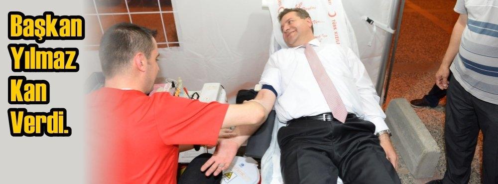 Başkan Yılmaz kan verdi