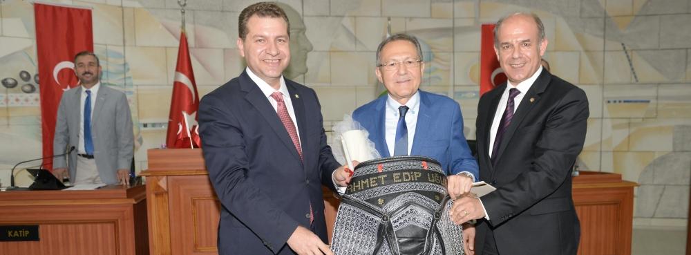 Başkan Uğur'a 'Balıkesir Yatırım Başpehlivanı' Kıspet'i