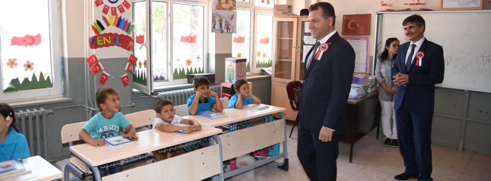 Şamlı'da yenilenen okulda yeni dönem, yeni heyecan