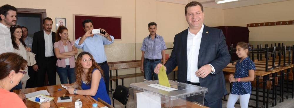 Başkan Yılmaz, oyunu Zühtü Özkardaşlar'da kullandı